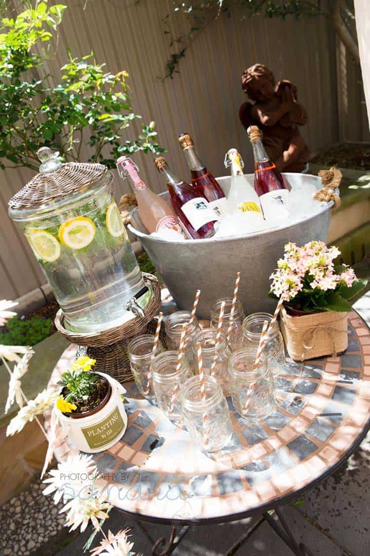 summer-garden-party-idea-beverage-station