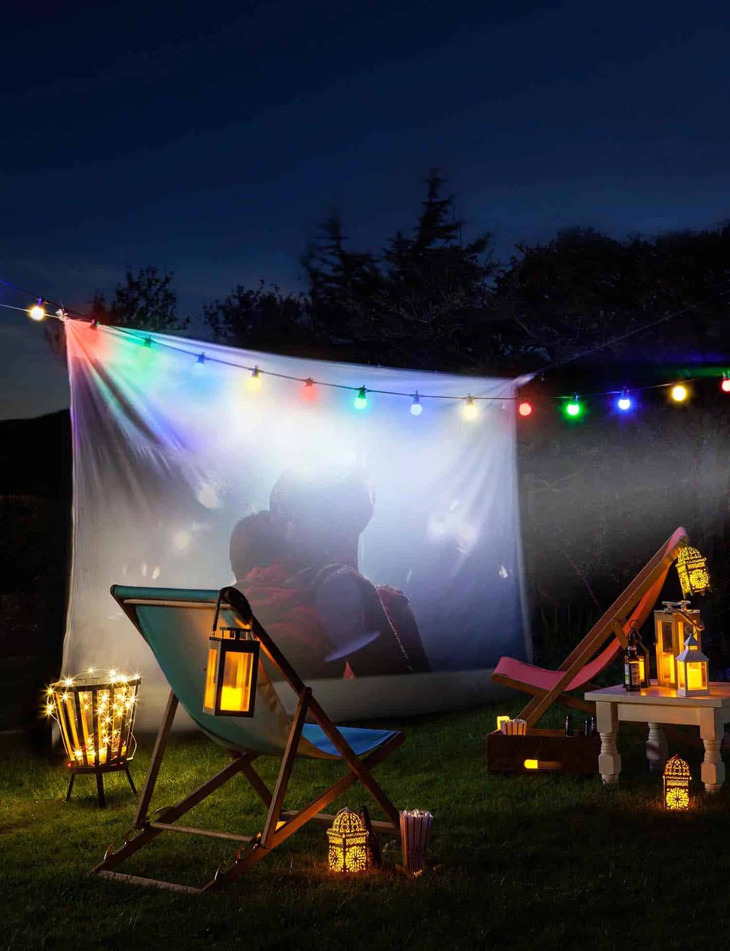 summer-garden-party-idea-movie-night