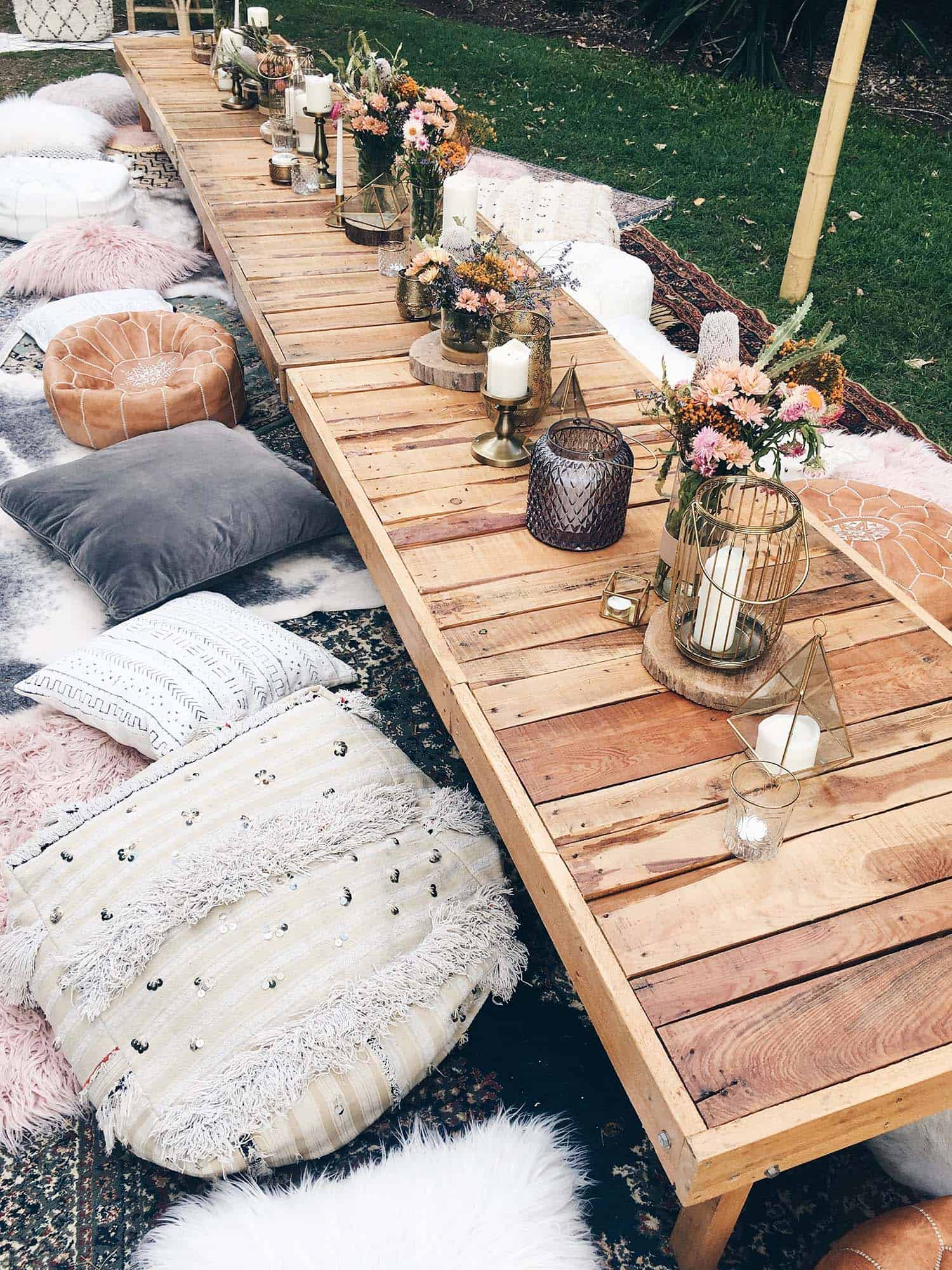 summer-garden-party-idea-pillows-casual-bohemian