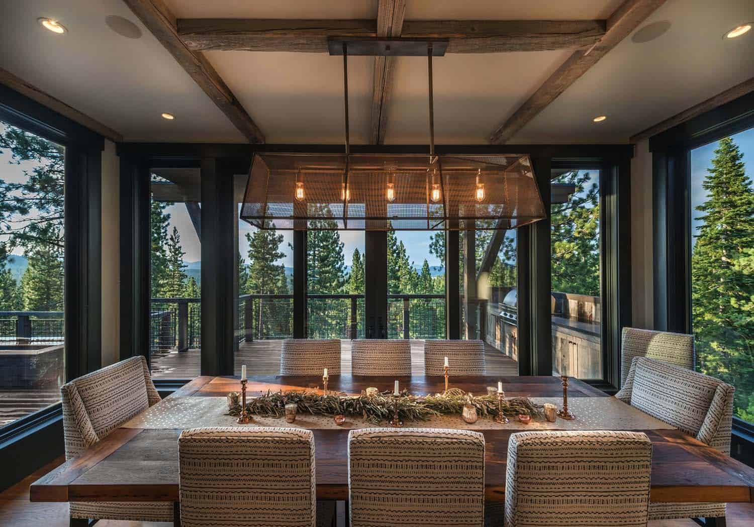 farmhouse-style-rustic-dining-room