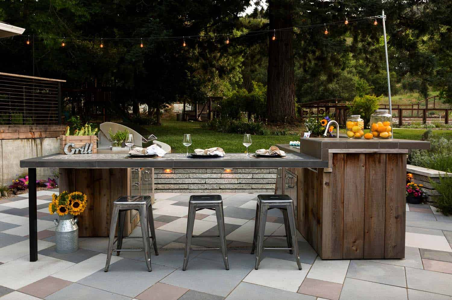 farmhouse-style-outdoor-kitchen