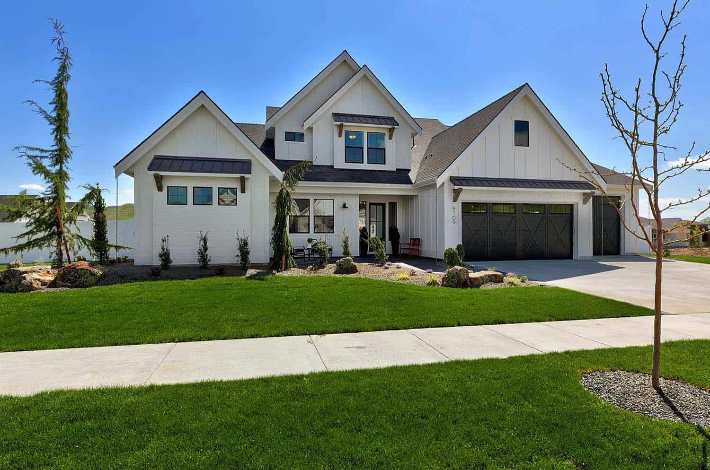 cool modern farmhouse exterior | This stunning modern farmhouse in Idaho will take your ...