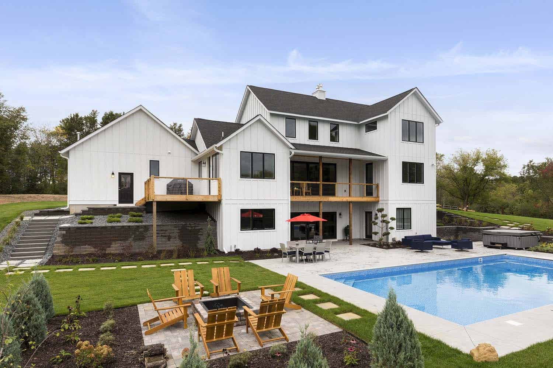 modern-farmhouse-backyard-patio