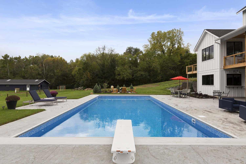 modern-farmhouse-pool