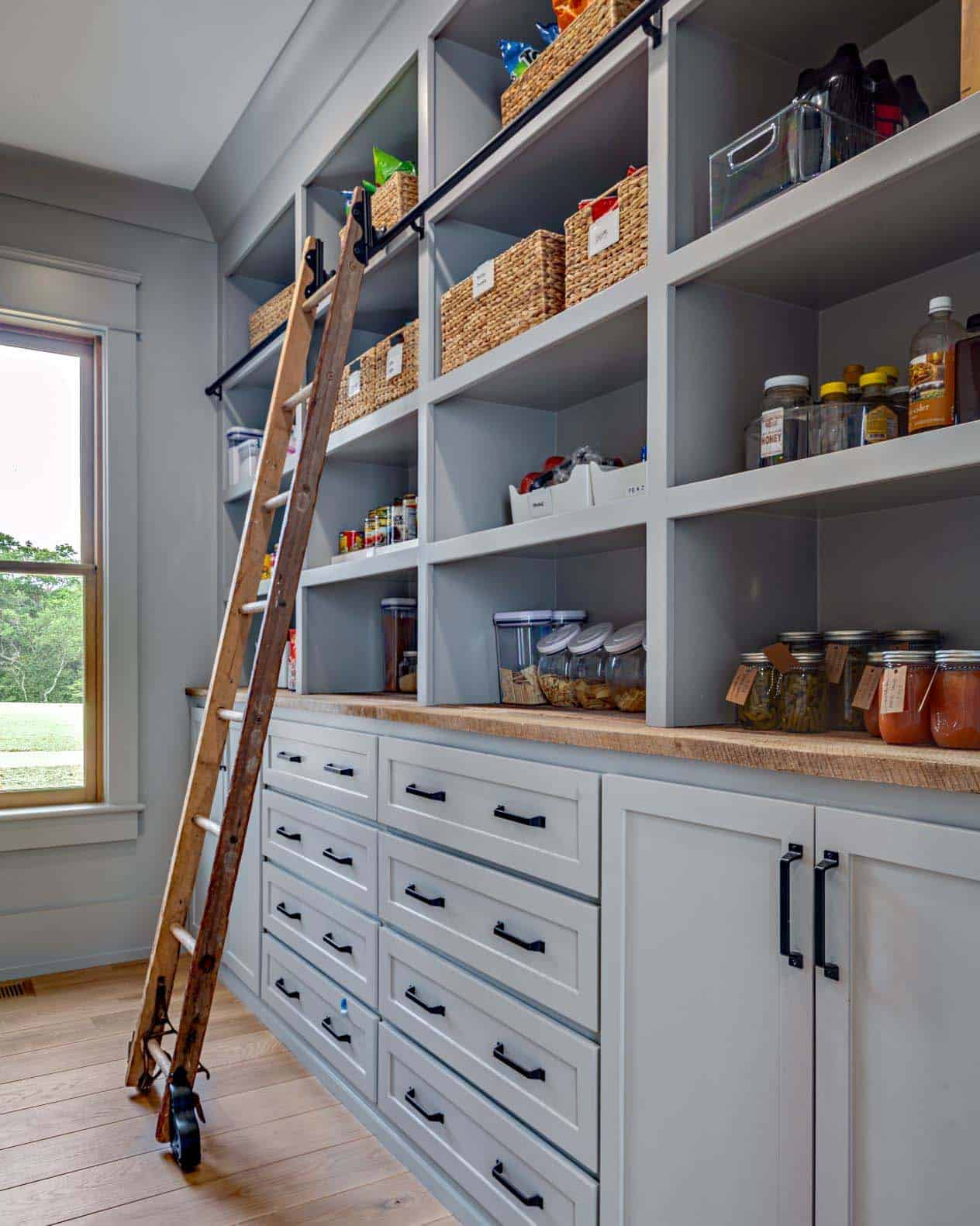 modern-farmhouse-kitchen-pantry