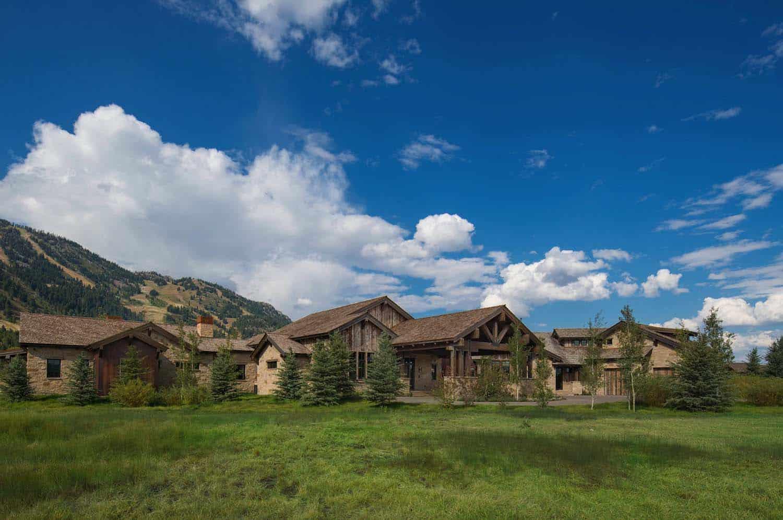 rustic-mountain-home-exterior