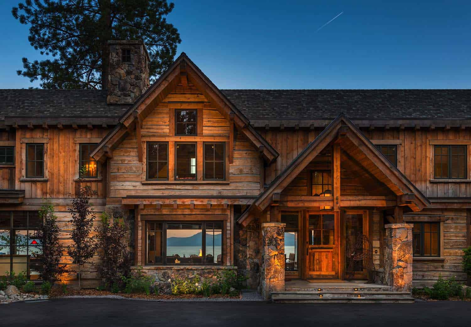 rustic-lakefront-mountain-cabin-entry