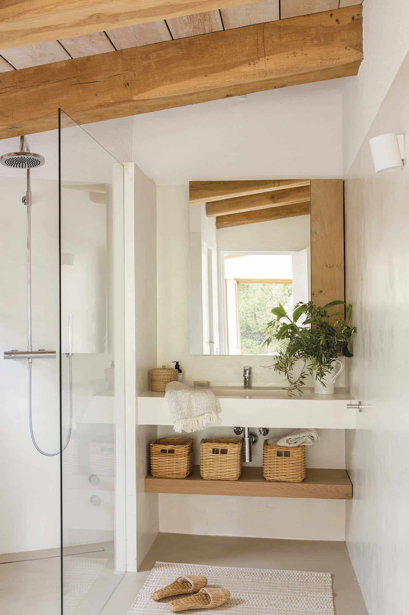 beach-house-bathroom