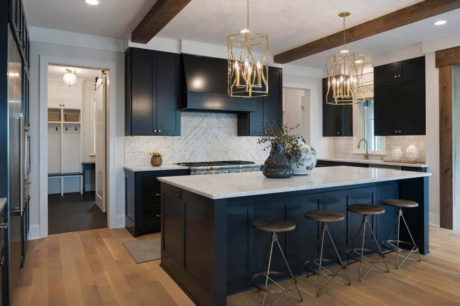 transitional-lake-house-kitchen