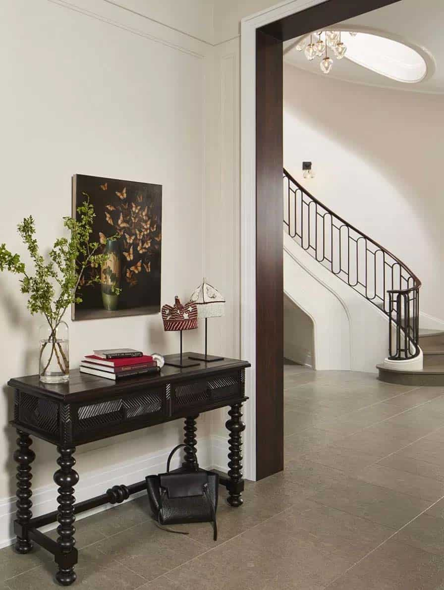 transitional-traditional-home-entry-lincoln-park