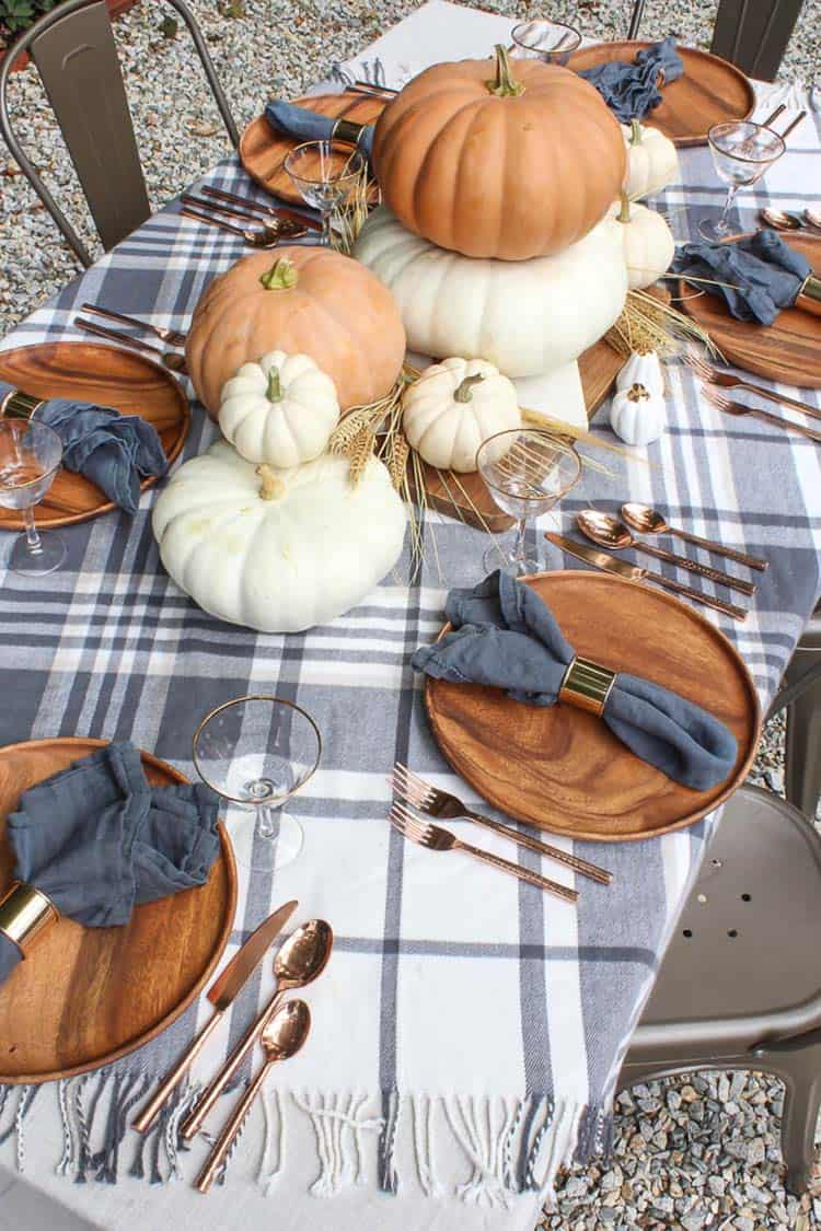 fall-table-decorating-ideas-outdoors