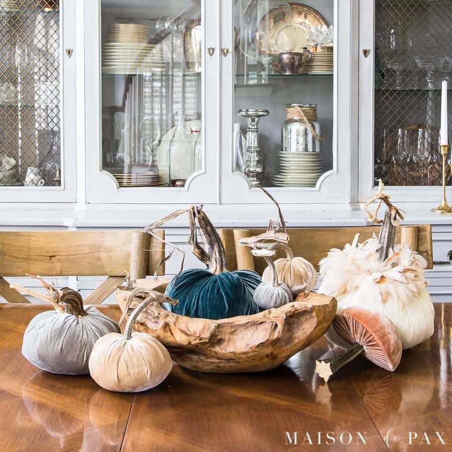 fall-table-decorating-ideas-velvet-pumpkins