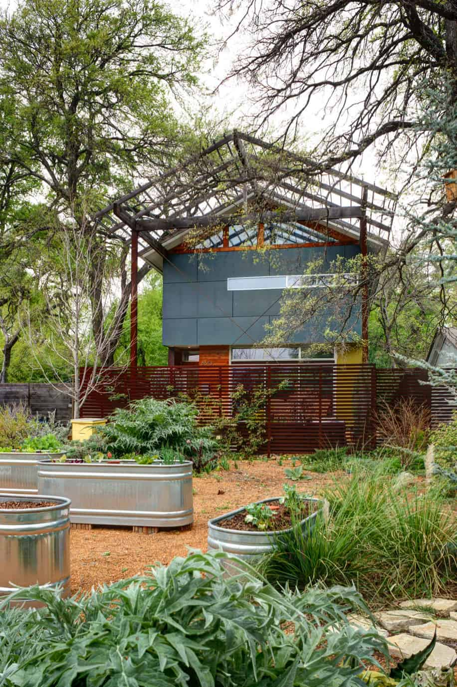 inspiring-vegetable-garden-ideas-metal-trough-planters