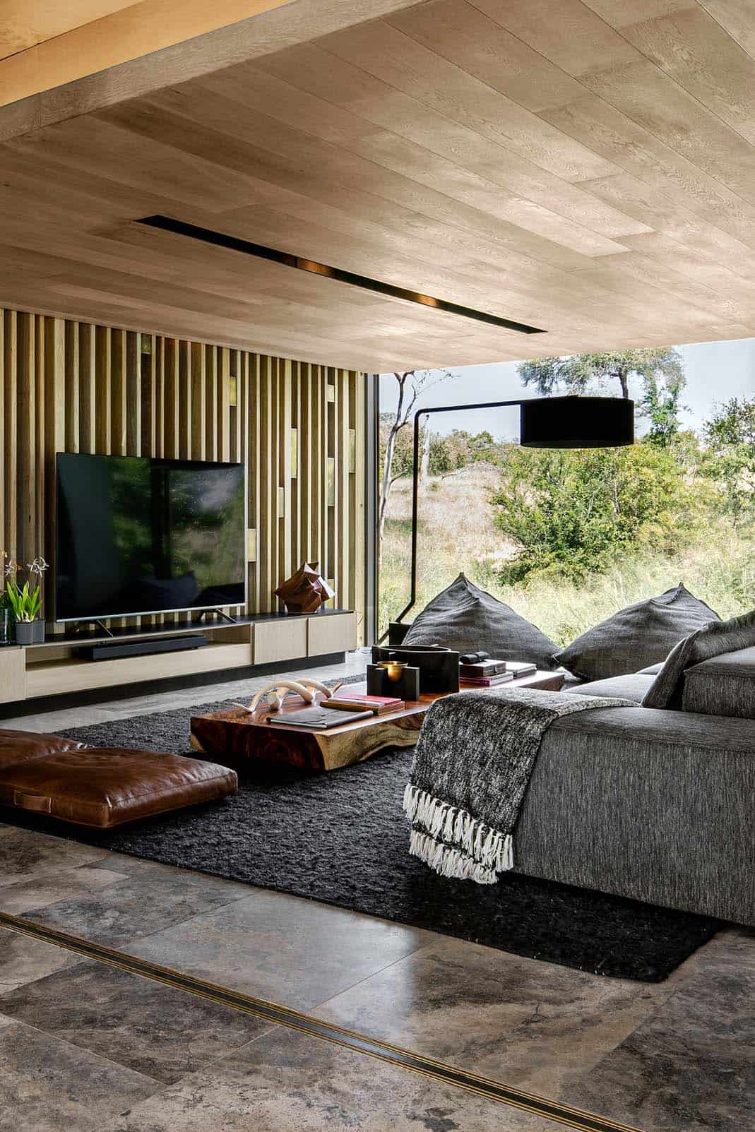 cheetah-plains-game-lodge-living-room