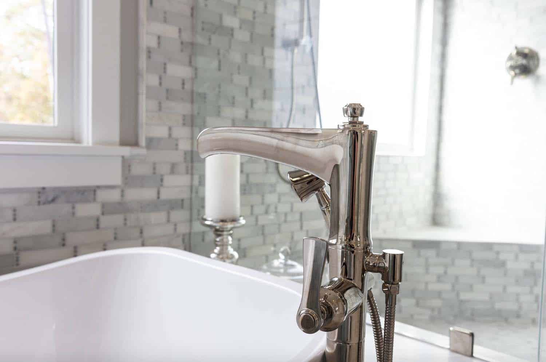 cottage-craftsman-bathroom-faucet