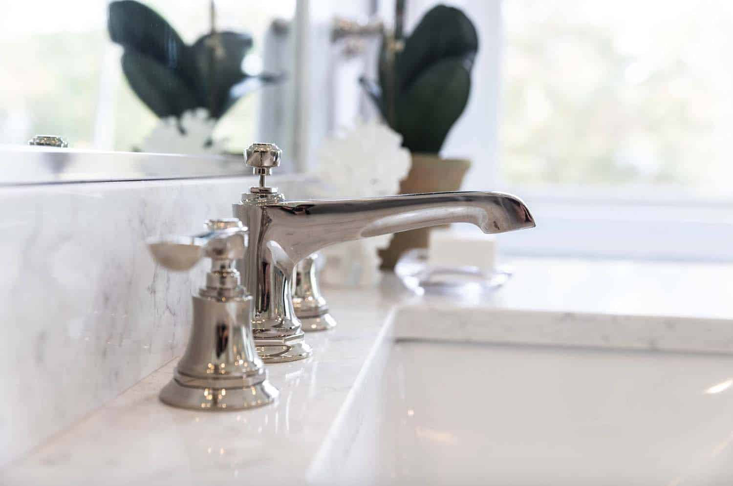 cottage-craftsman-bathroom-faucet