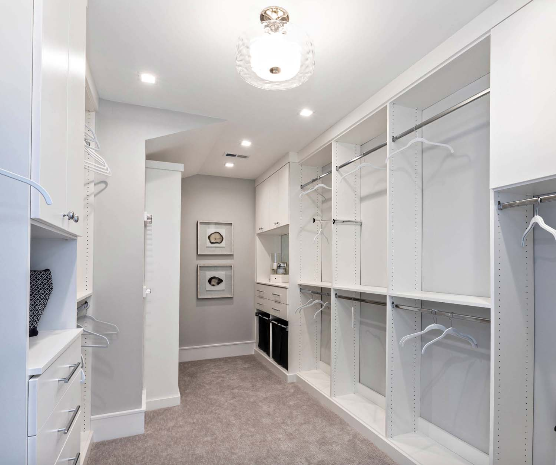 cottage-craftsman-closet