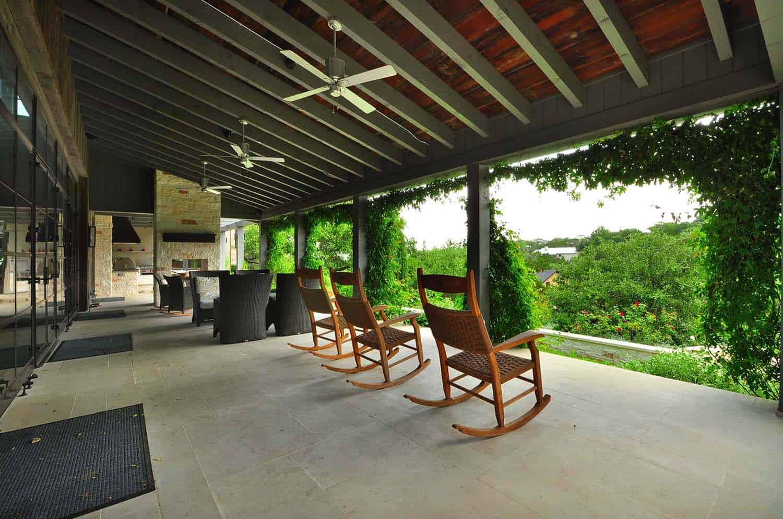 mediterranean-style-outdoor-patio