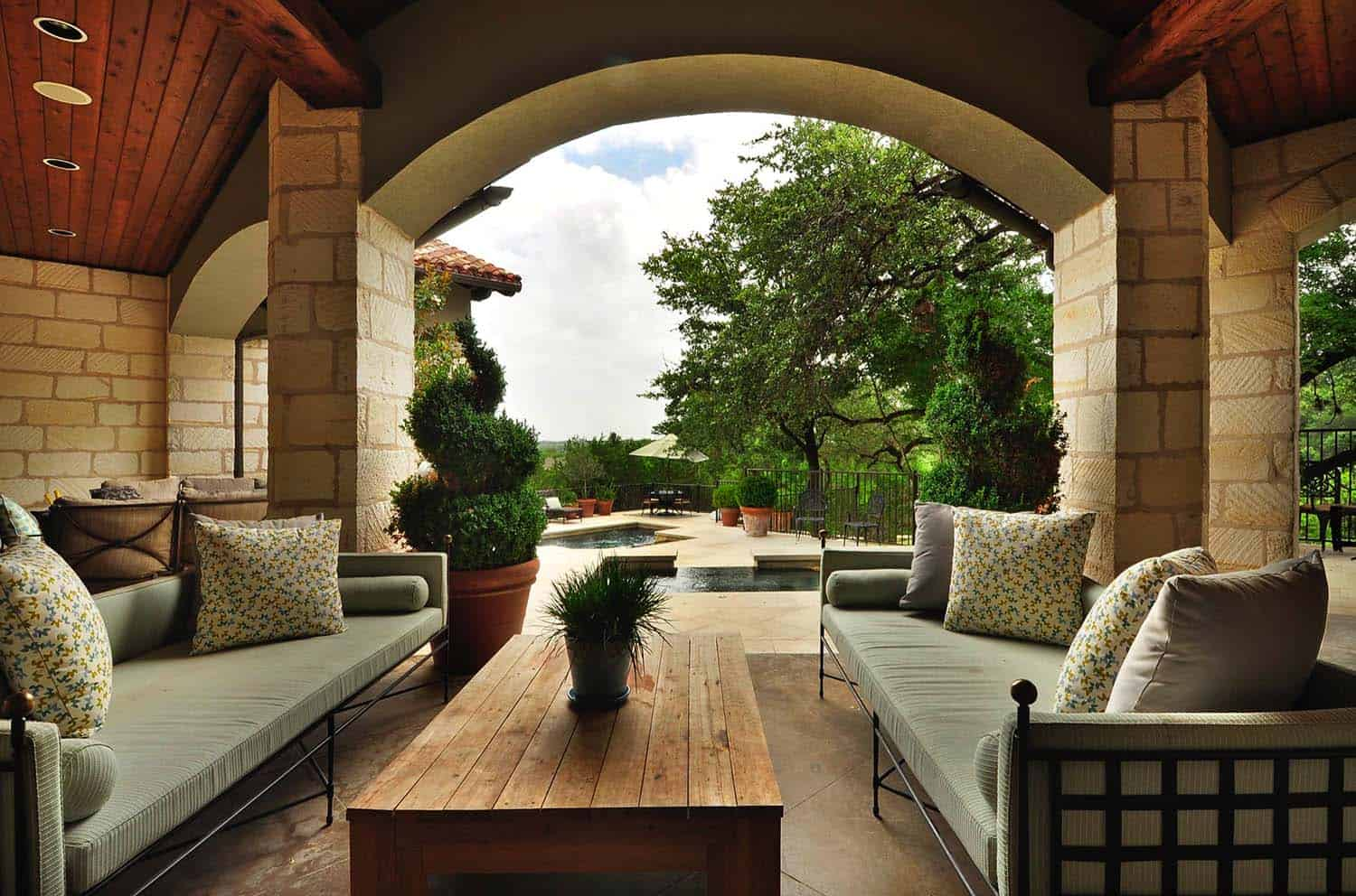 mediterranean-style-covered-patio