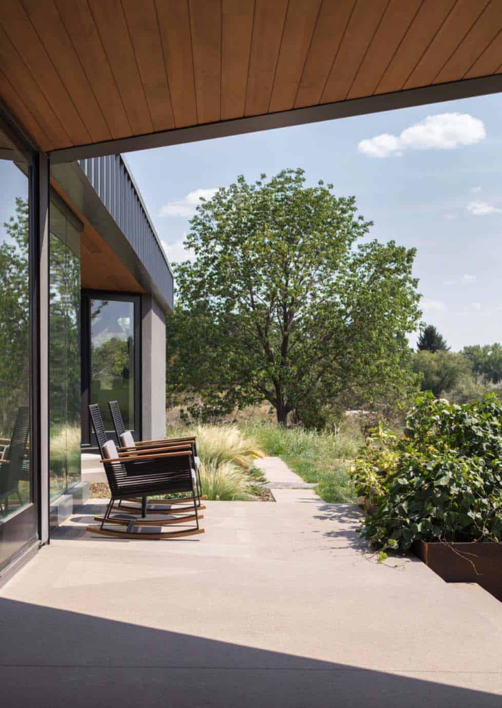 contemporary-home-porch