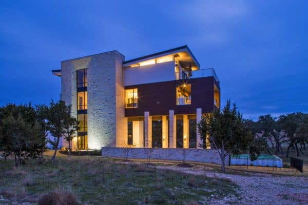 featured posts image for Ship-inspired home overlooking Lake Travis towers 50 feet in the sky