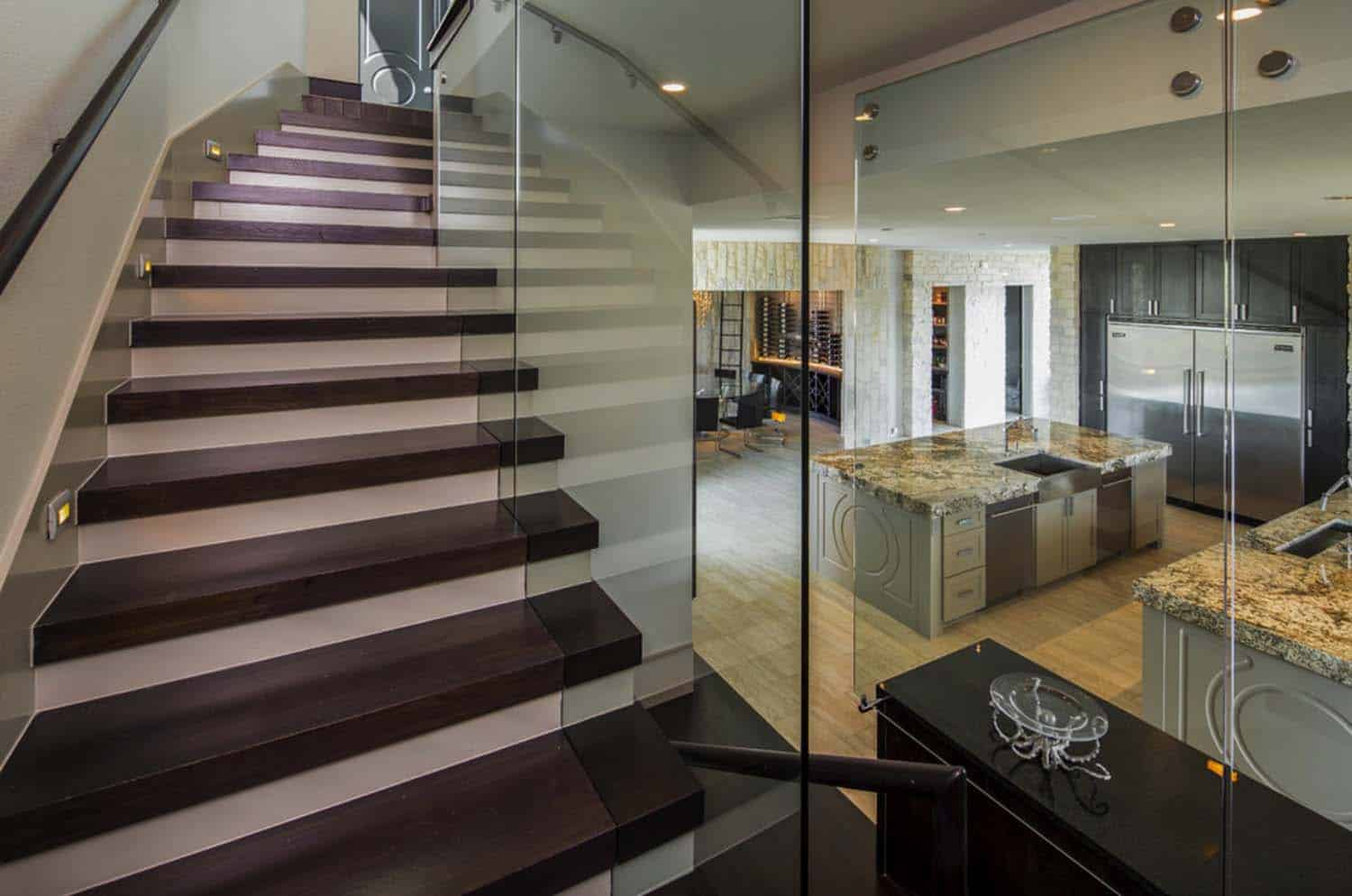 glass-stairwell-contemporary-staircase