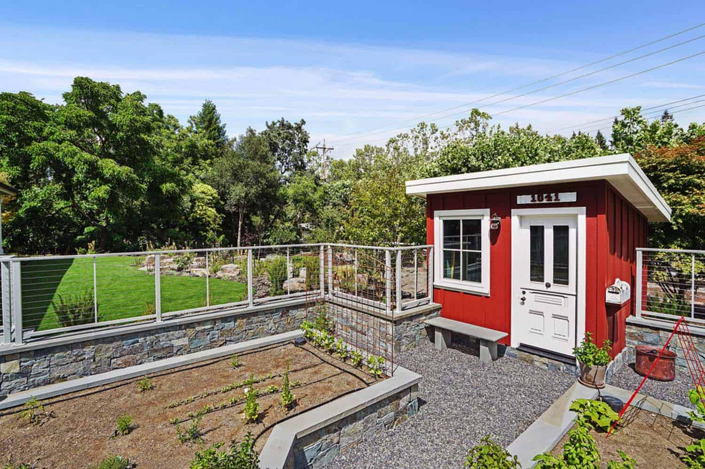 farmhouse-exterior-she-shed