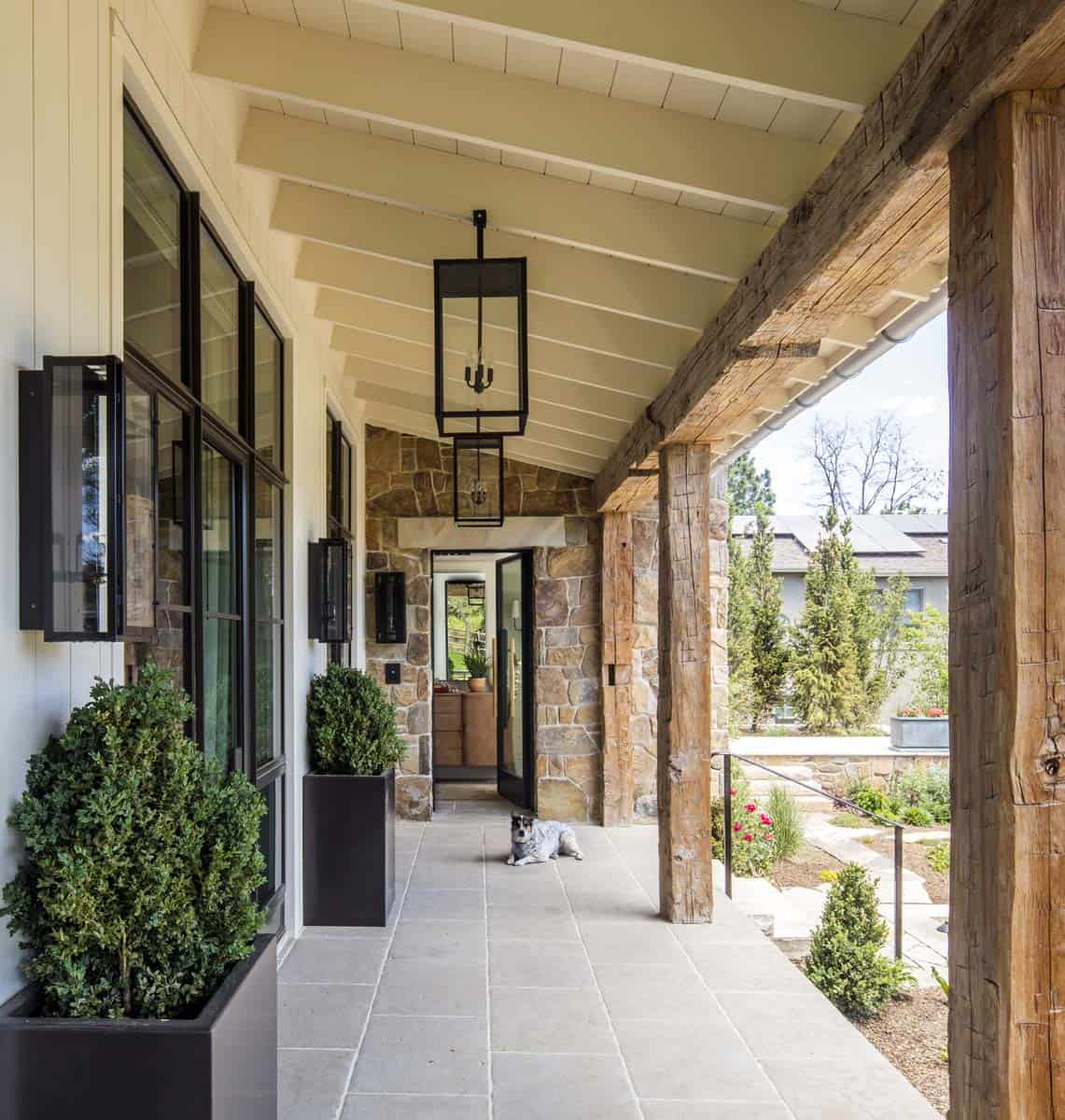 farmhouse-style-home-entry