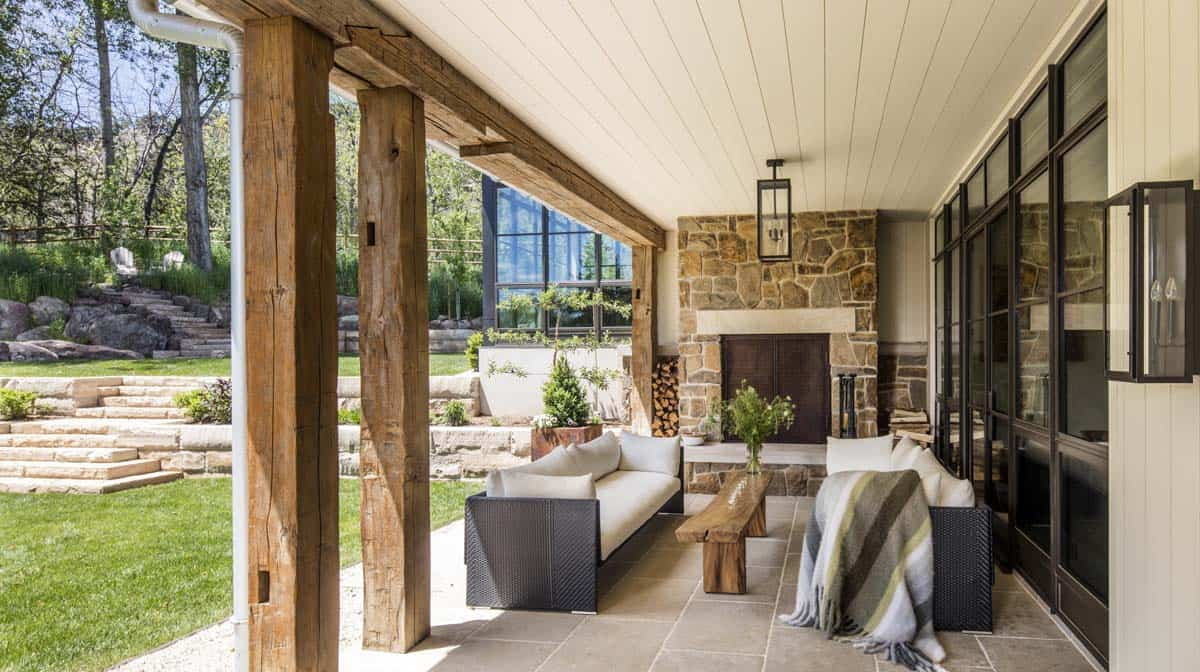 farmhouse-style-home-patio
