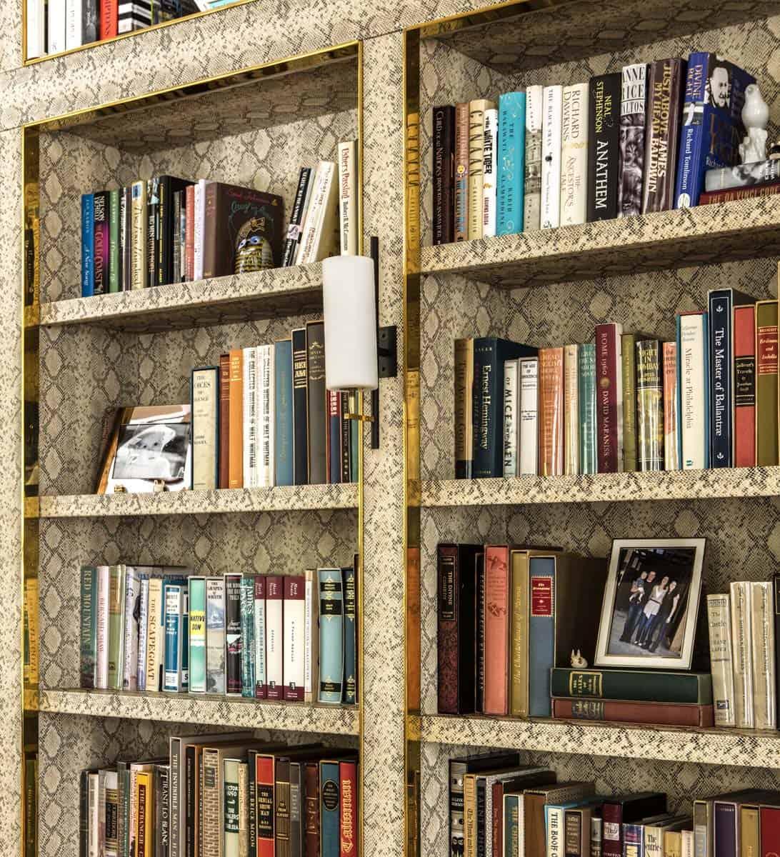 farmhouse-style-living-room-bookshelf