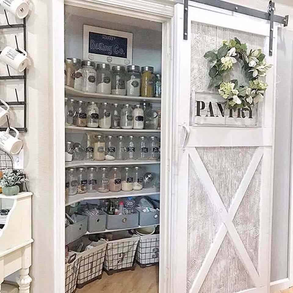 20+ Clever Farmhouse Style Kitchen Pantry Ideas For Organization