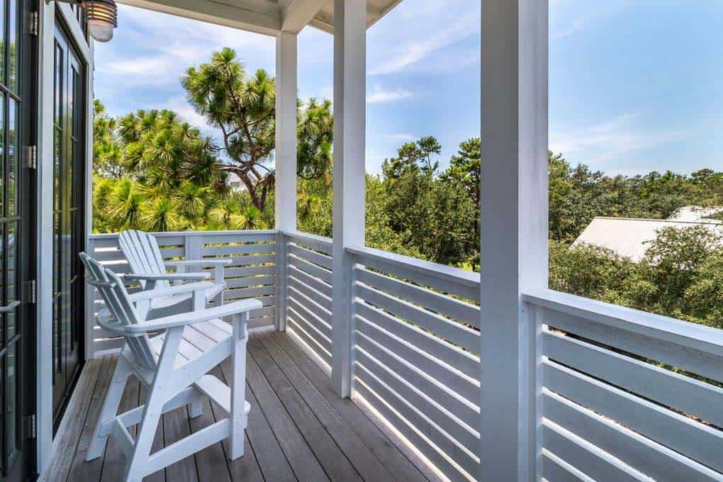 beach-style-outdoor-balcony