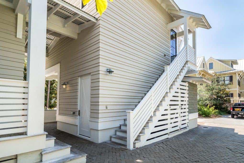 florida-beach-style-carriage-house-exterior
