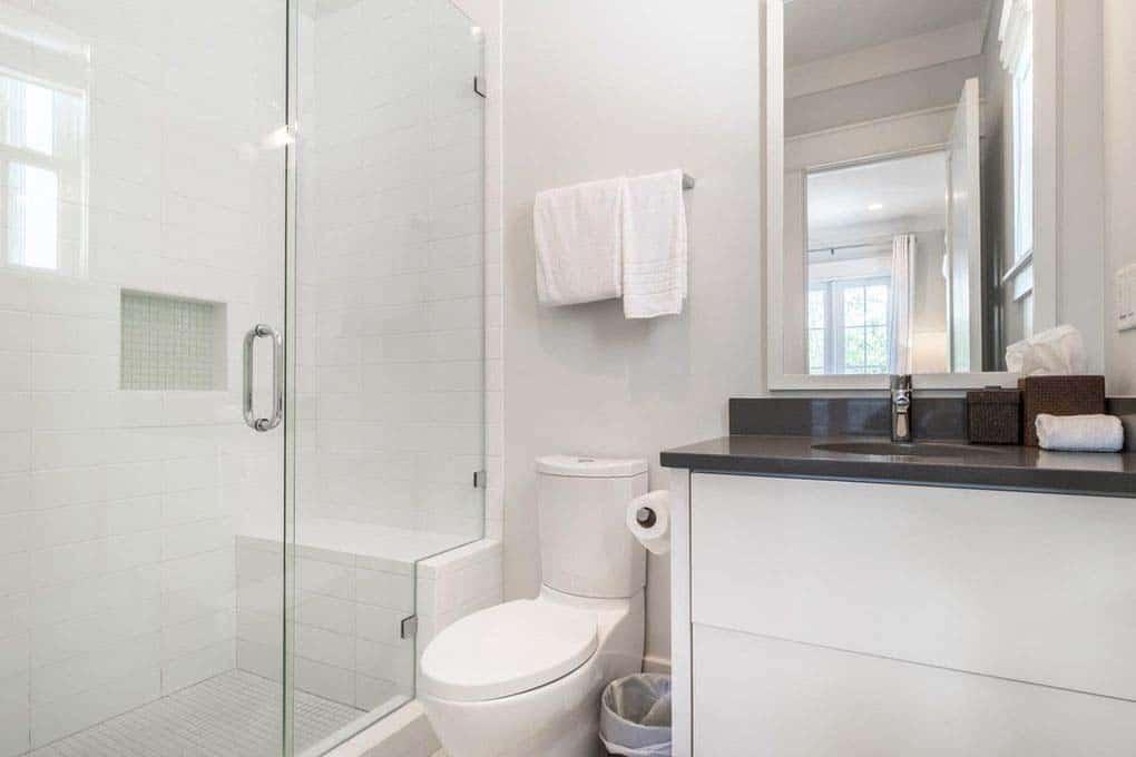 carriage-house-beach-style-bathroom