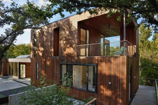 featured posts image for Open and airy energy-efficient home in Austin cantilevers over a creek