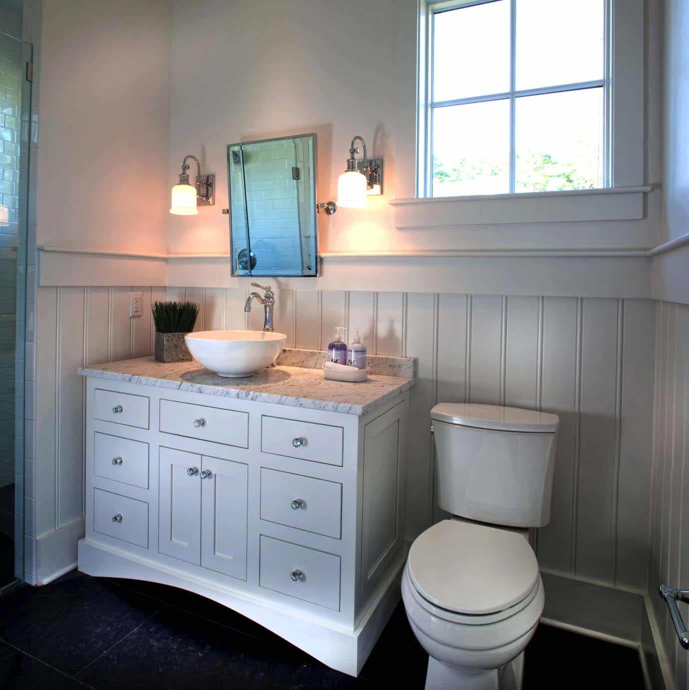 bungalow-modern-farmhouse-bathroom