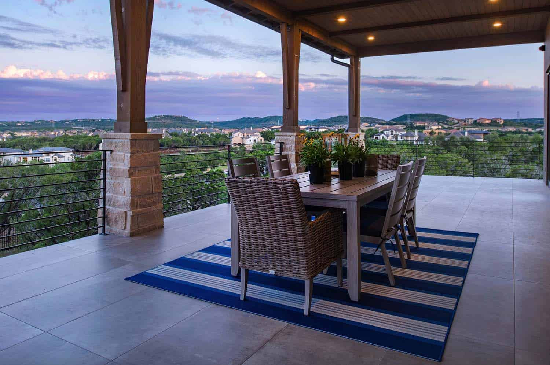 farmhouse-exterior-patio-dining-table