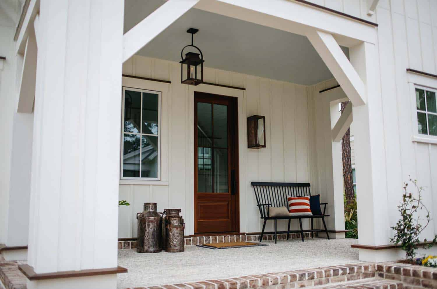 modern-farmhouse-cottage-porch