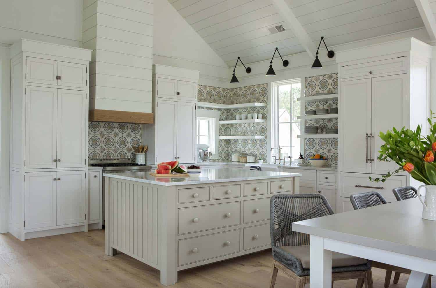 cottage-farmhouse-kitchen
