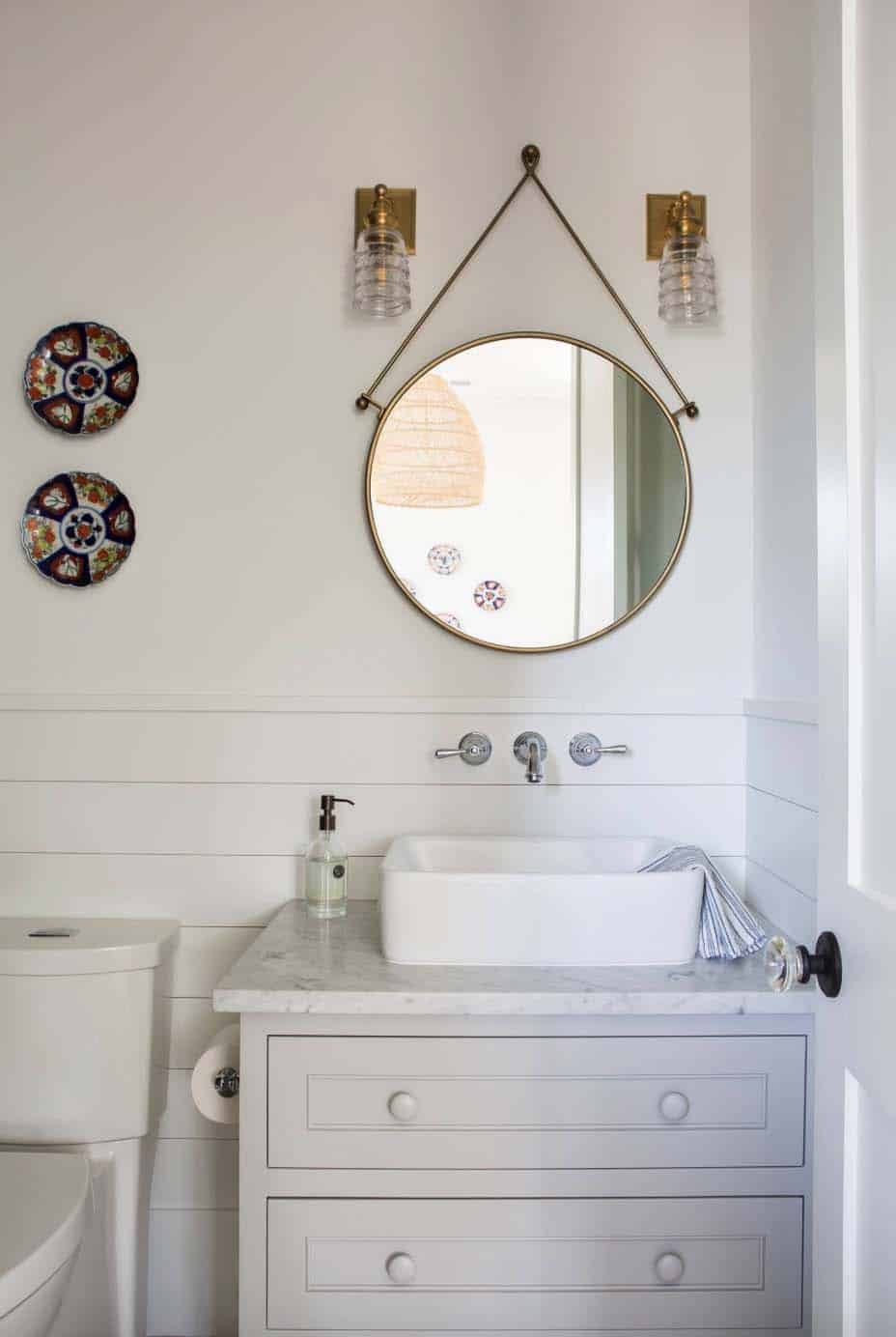 cottage-farmhouse-bathroom
