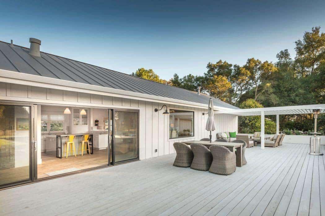 modern-farmhouse-outdoor-deck