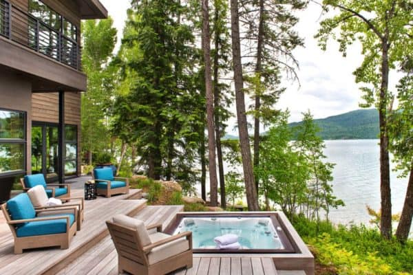 featured posts image for Mountain lakefront getaway in Montana captures breathtaking views