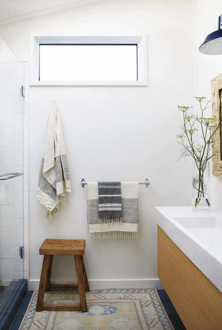 stinson-beach-house-beach-style-bathroom