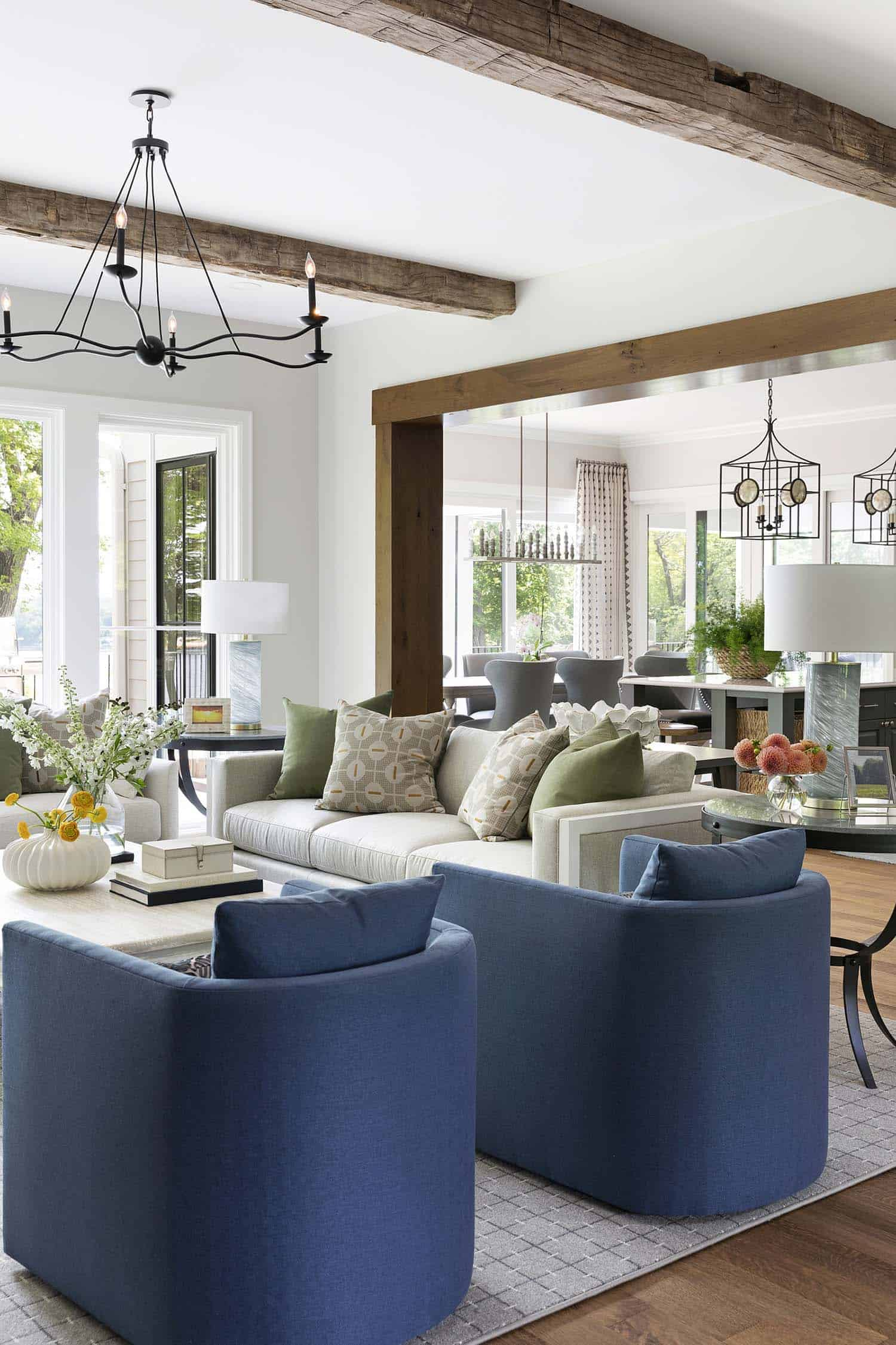 inviting-traditional-style-living-room