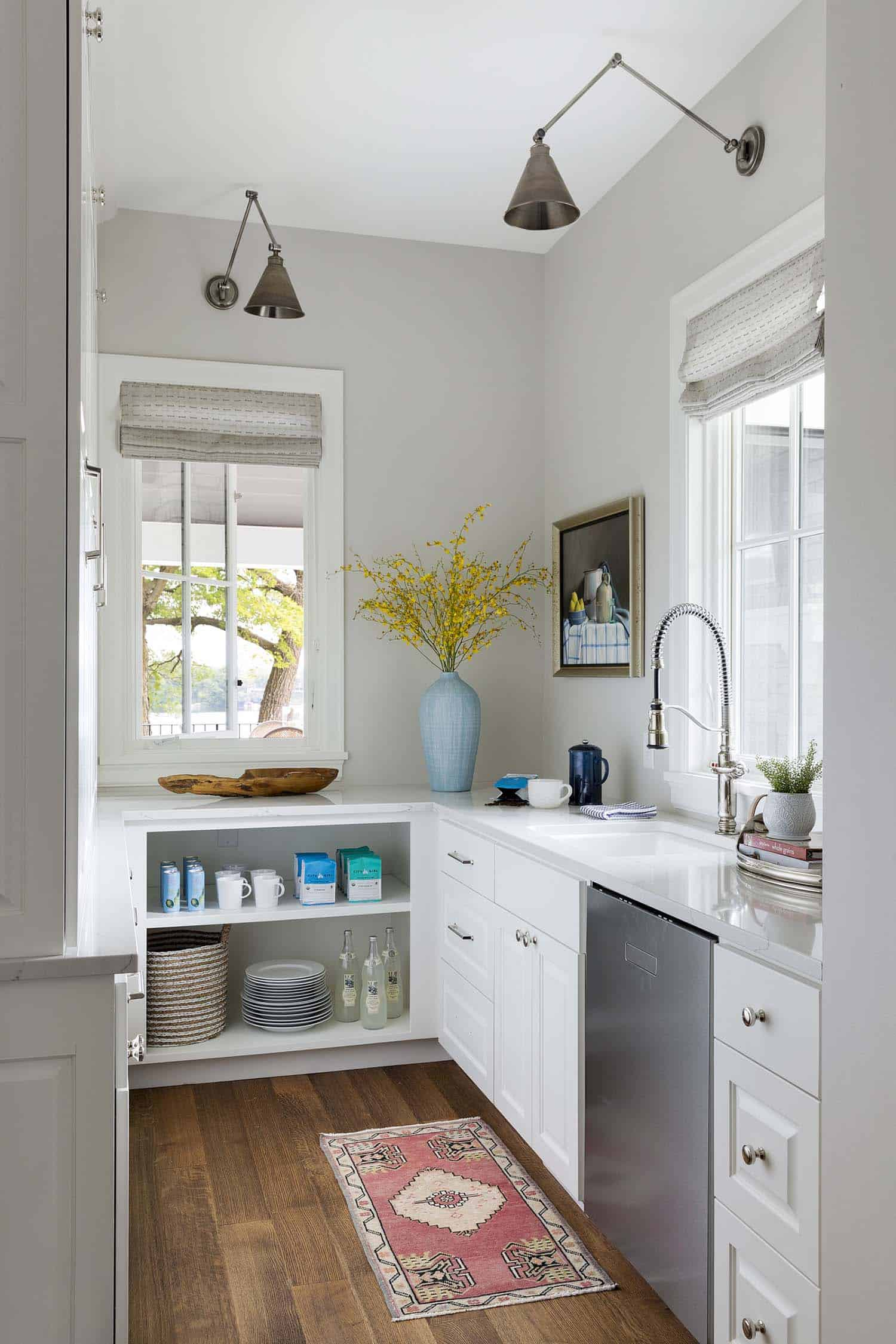 traditional-style-kitchen-butlers-pantry