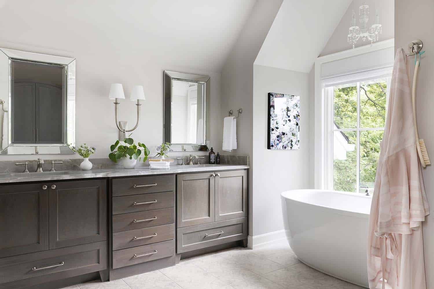 traditional-style-master-bathroom