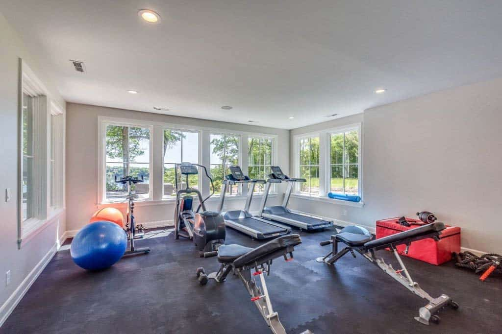 traditional-style-home-gym