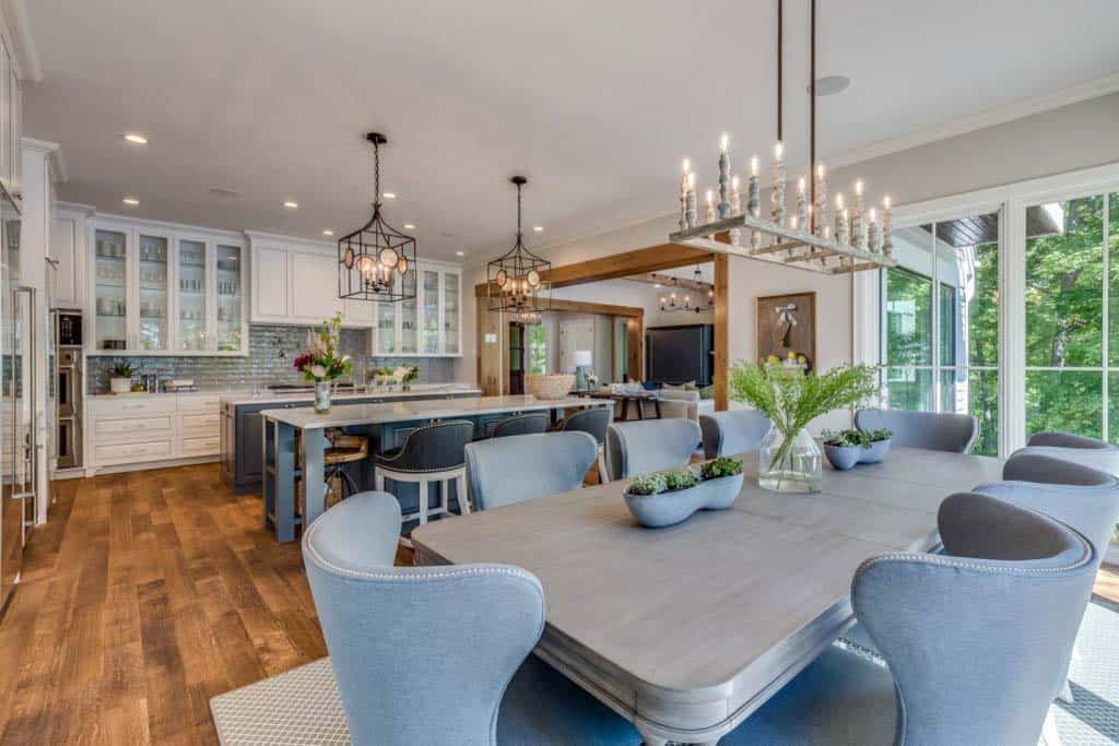 inviting-traditional-style-dining-room