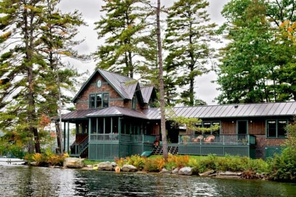 featured posts image for Inviting lake house in Vermont is designed like a summer camp