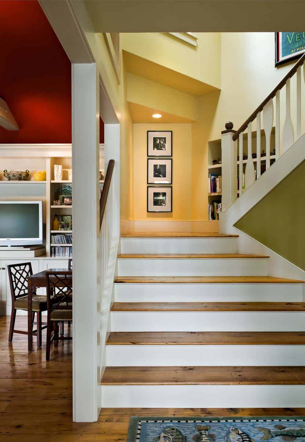 lake-house-transitional-staircase